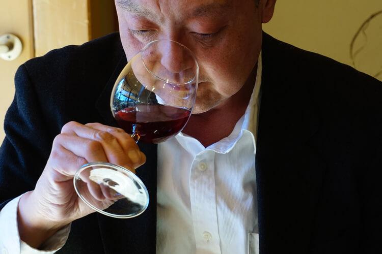 作家・評論家の石原隆司氏に試飲頂きました。