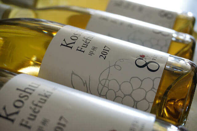 ワインのボトル詰め工程